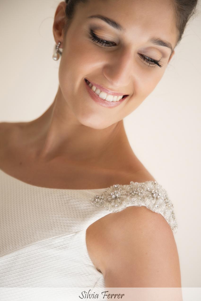 vestido de novia con hombros joya