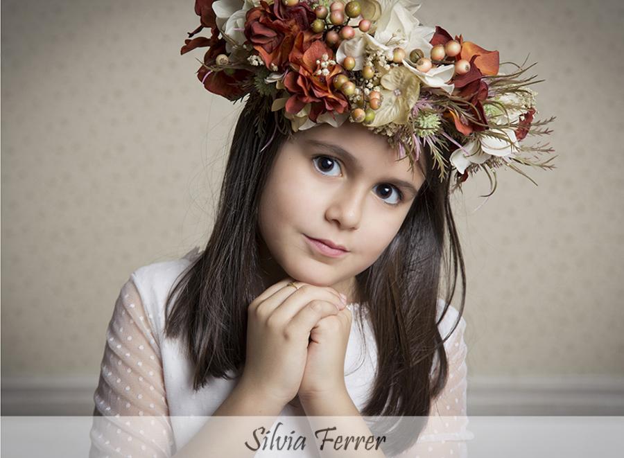 corona de flores para comunión en tonos tierra