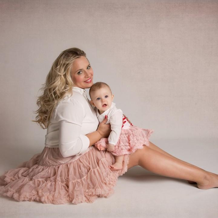 Fotos especiales para el Día de la Madre + Paula + Vanesa + Fotos de estudio para bebés + Silvia Ferrer.