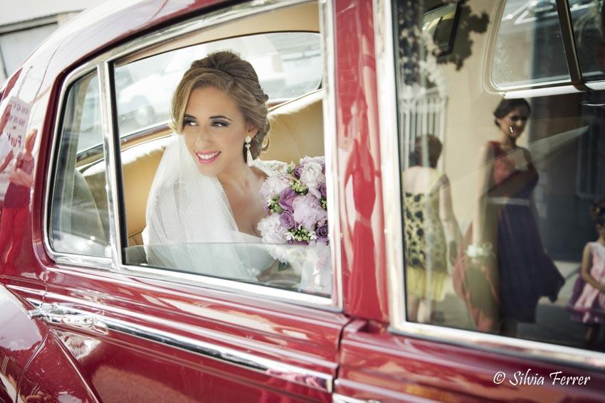 Coche clásico de boda en rojo
