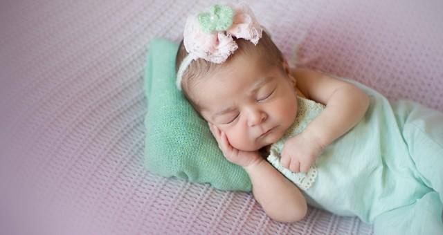 Fotos de Recién Nacido + Sofía + 7 Días + Fotógrafos de Bebés.