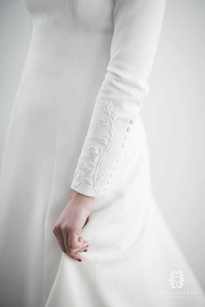 novia con mangas bordadas