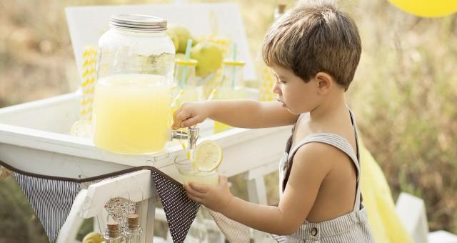 Fotos de niños en exteriores + Sesión carrito de limonada + Tomás.