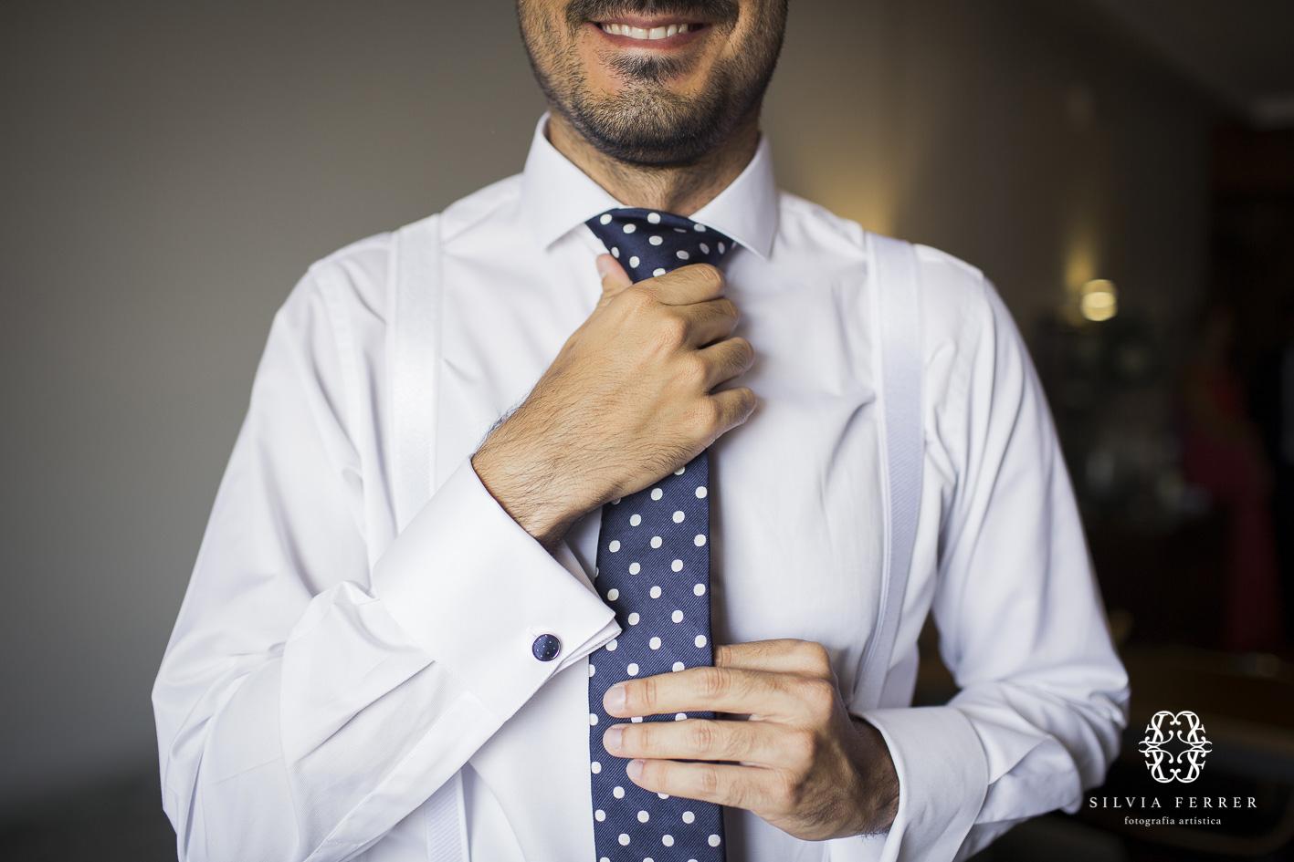 corbata de topos para novio