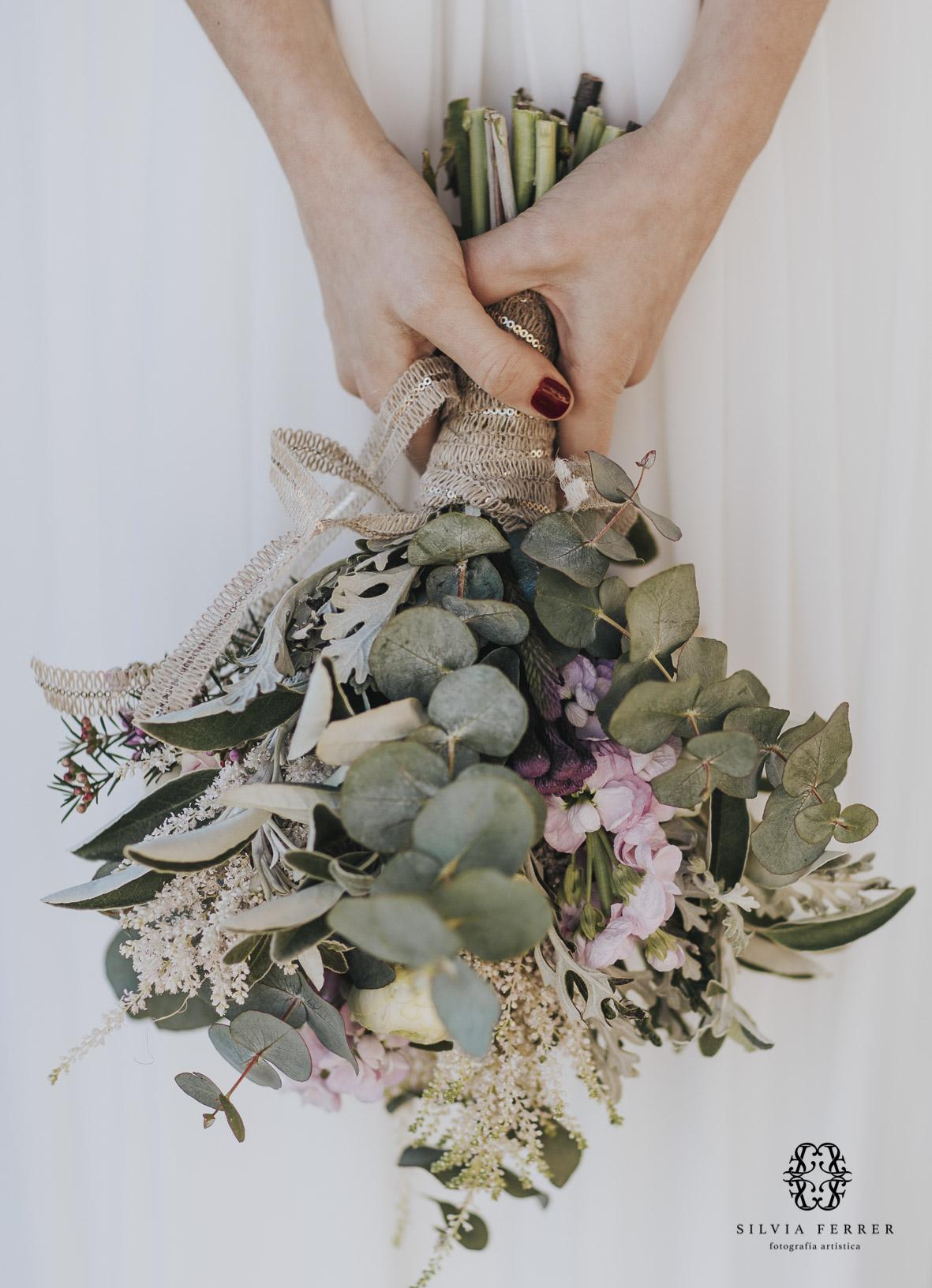 vestido de novia con capa invierno boda bouret portocale murcia ramo emy floristas