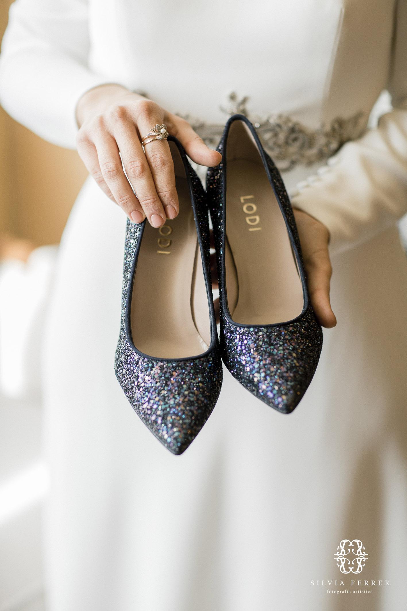 zapatos de novia oscuros lodi brillantes