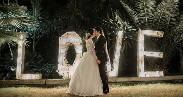 Vestido de novia de Hannibal Laguna + Fotógrafos de boda en Murcia + Elena y José María.