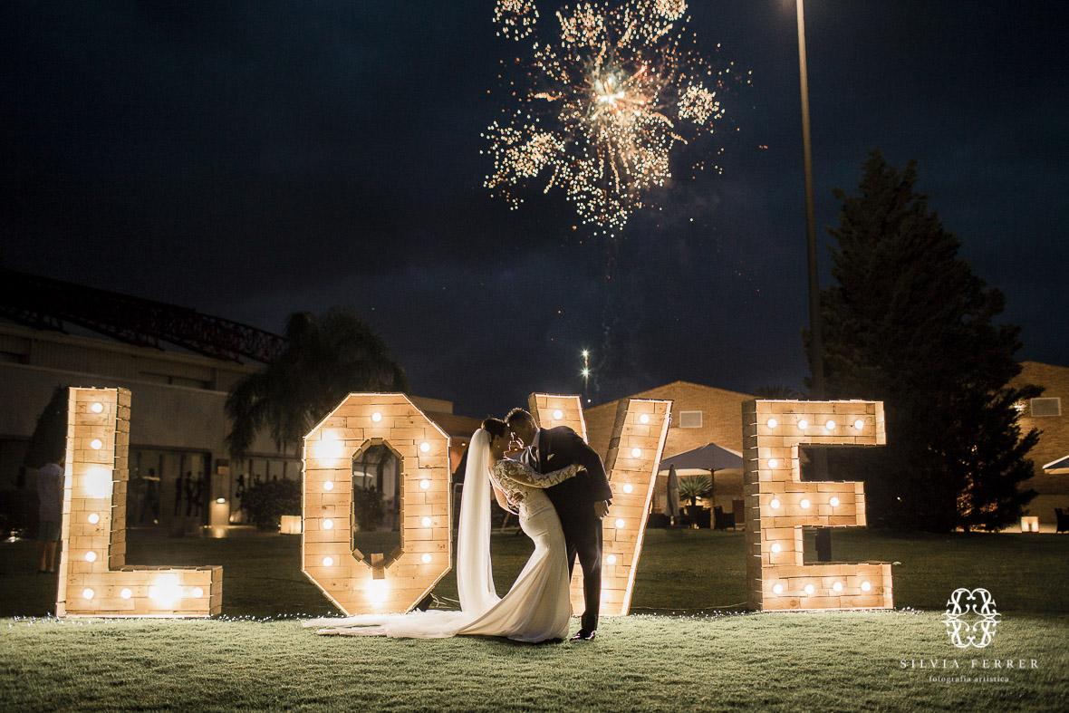 boda en cason de la vega letras luminosas love