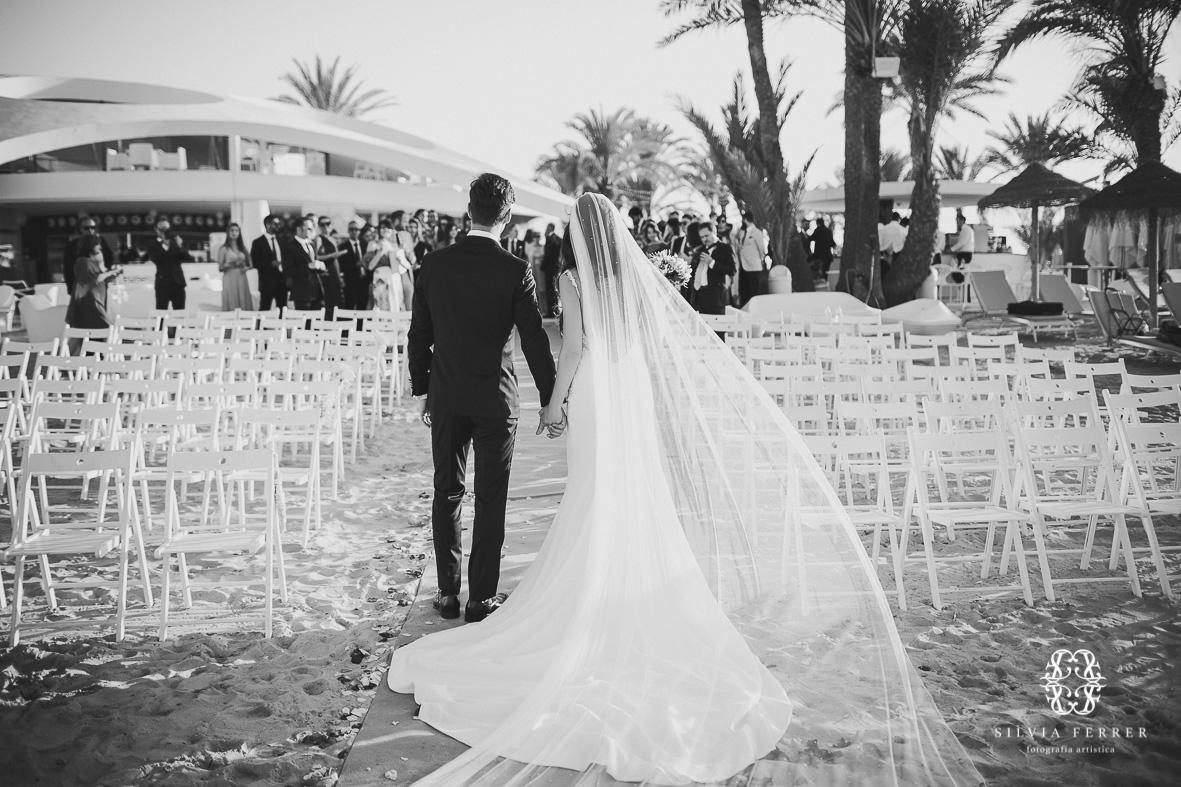 boda en collados beach la manga fotografos fotos alicia rueda vestido tul plumeti velo