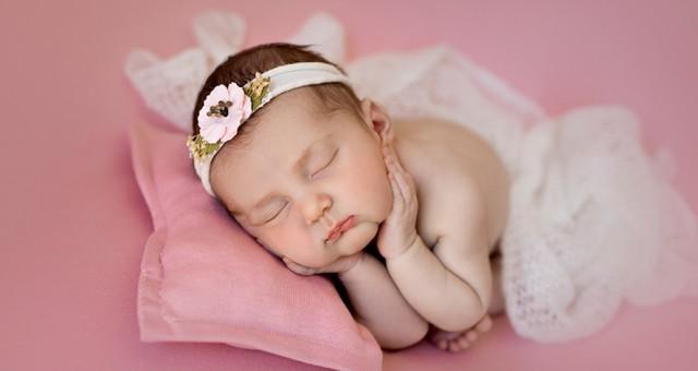 Fotos de bebé recién nacido + Sesión newborn + Rocío + Silvia Ferrer.