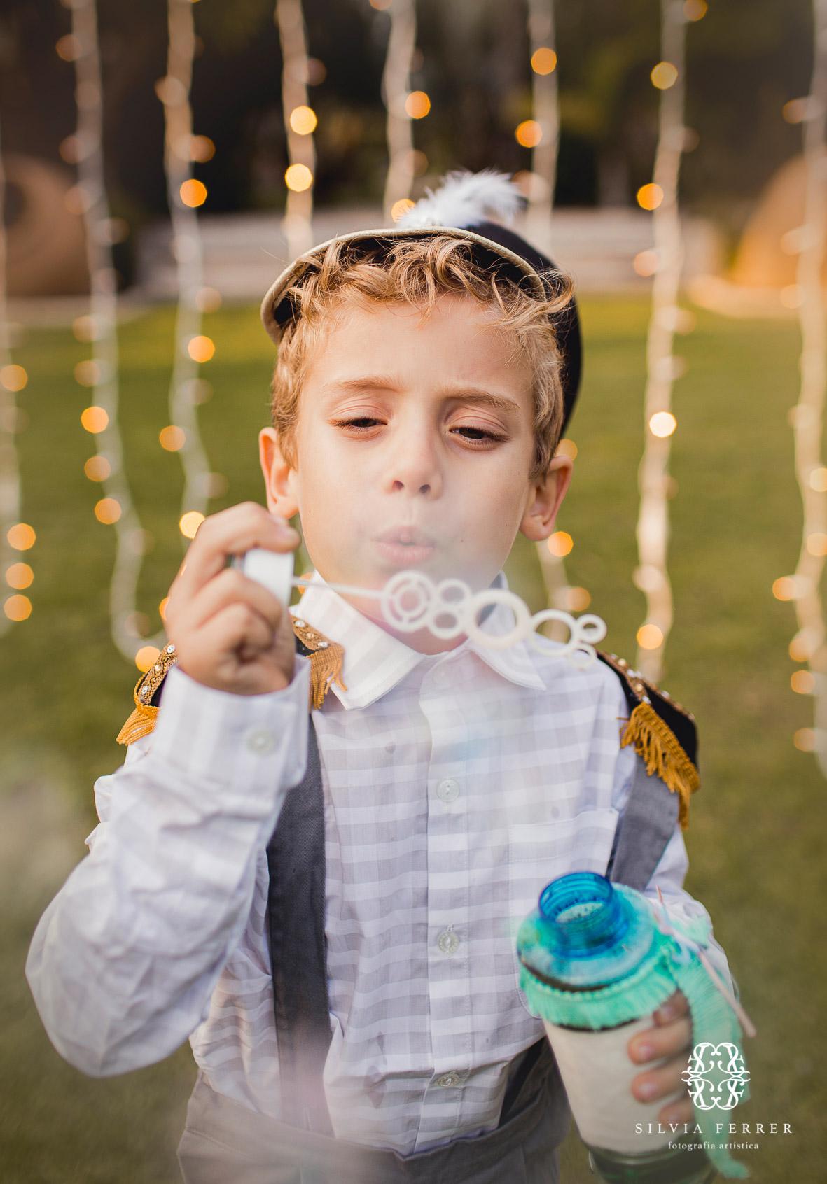 pompero soplando burbujas