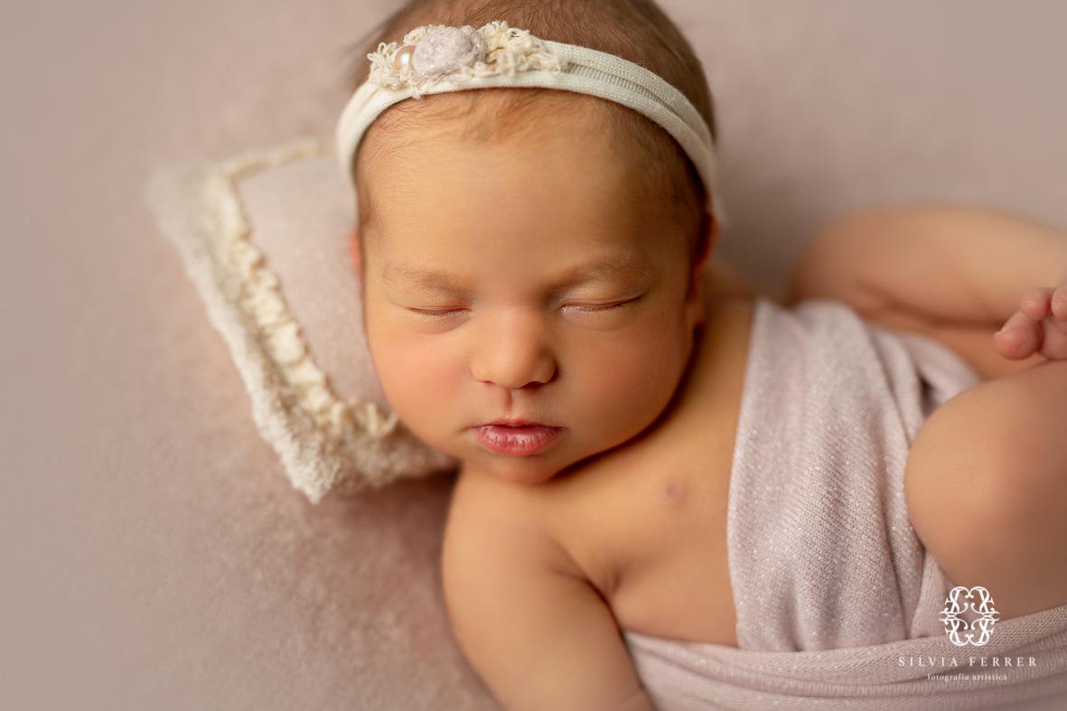 fotos newborn en puf secuencia de poses flujo de trabajo